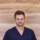 Крот Дмитрий Александрович, стоматолог-хирург в Санкт-Петербурге - отзывы и запись на приём