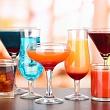 разные алкогольные напитки, различающиеся количеством единиц алкоголя