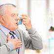 ввод лекарства от астмы в дыхательные пути через рот с помощью ингалятора