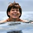 женщина плавает после операции