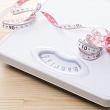 весы и рулетка для измерения индекса массы тела (ИМТ)