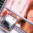 измерение веса врачом для определения индекса массы тела (ИМТ)